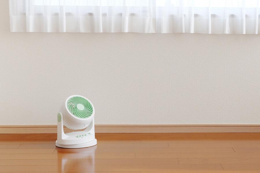 空気を循環させるだけでも部屋は十分涼しくなる