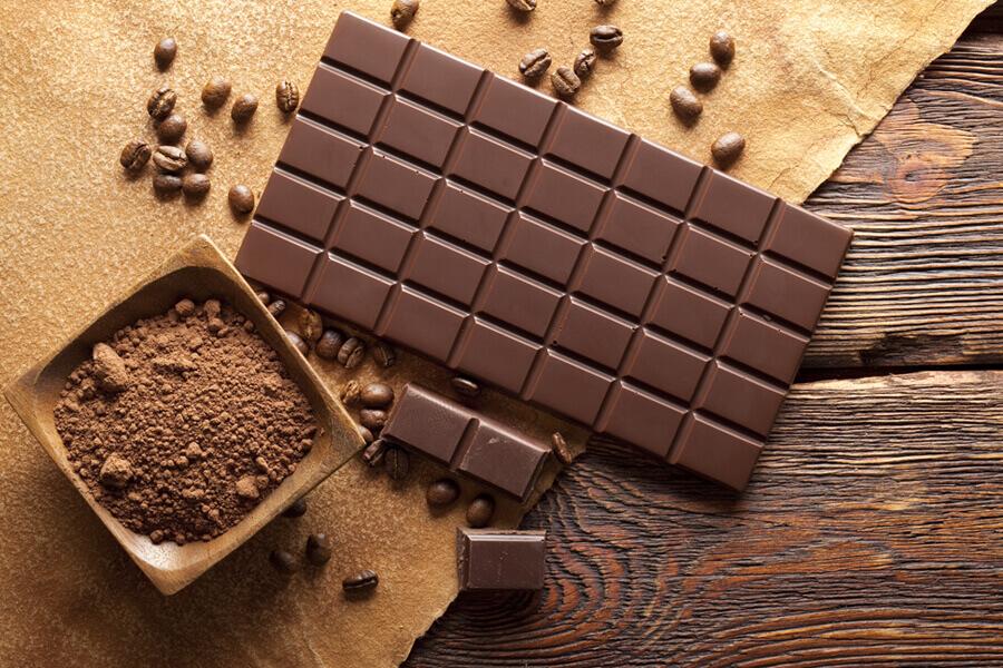 犬にチョコレートを与えてはいけない理由と食べてしまった時の症状・対策